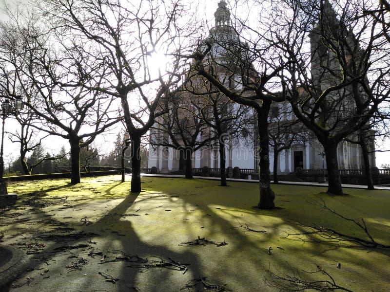 Plancher vert avec le sanctuaire de Sameiro photos stock