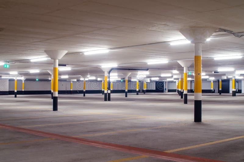 Plancher vide de parking photos stock