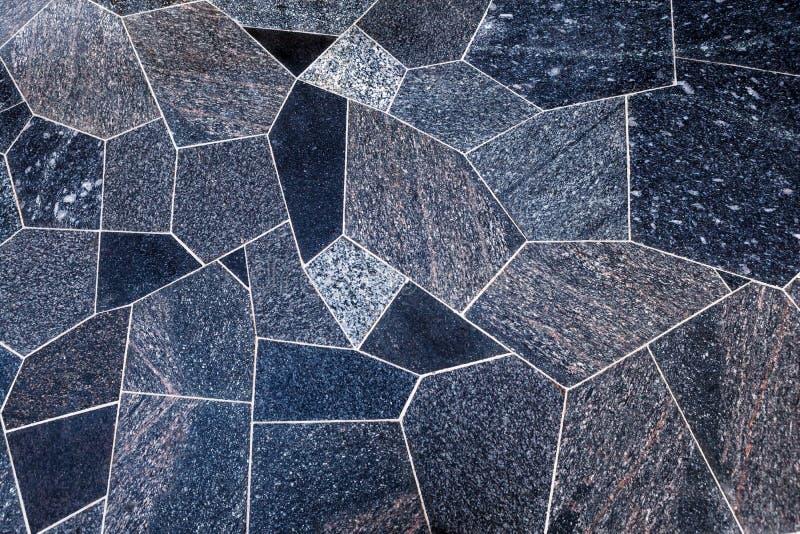 Planchers extérieurs des dalles polies de granit de différentes formes photo stock