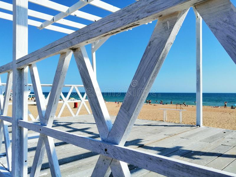 Planches blanches sur le sable photos libres de droits