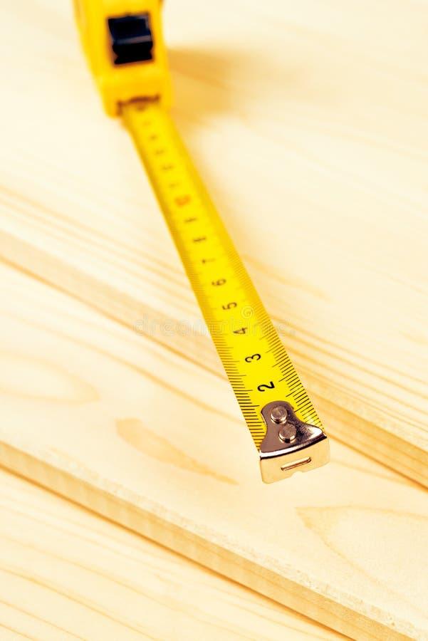 Planches de mètre et de pin de cartouche empilées photos libres de droits