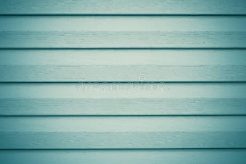 Planches en bois gris-clair et vertes Fond bleu abstrait avec les rayures horizontales en métal pour la conception décorative Tex photos libres de droits