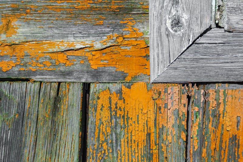 Planches en bois peintes âgées de mur avec le fragment du fram de fenêtre photographie stock libre de droits