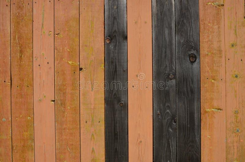 Planches en bois superficielles par les agents peintes dans le brun, noir photos libres de droits