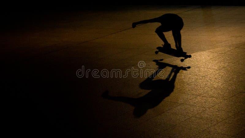 Planchiste la nuit image libre de droits