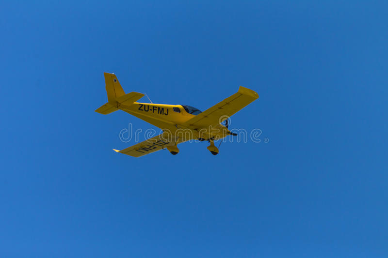 Download Plane Yellow Flying Private Editorial Photo - Image of yellow, piston: 28265956