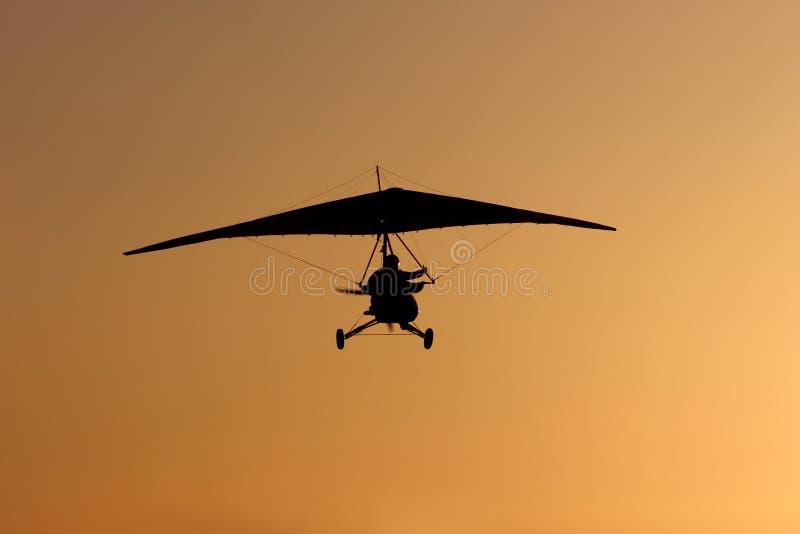 Planeador y puesta del sol foto de archivo