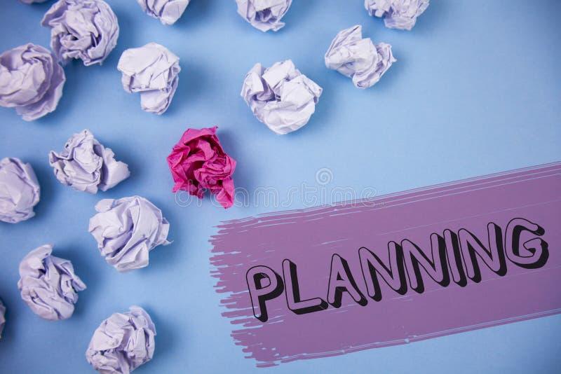 Planeamento do texto da escrita da palavra Conceito do negócio para definir estratégias para conseguir um processo do objetivo de foto de stock royalty free