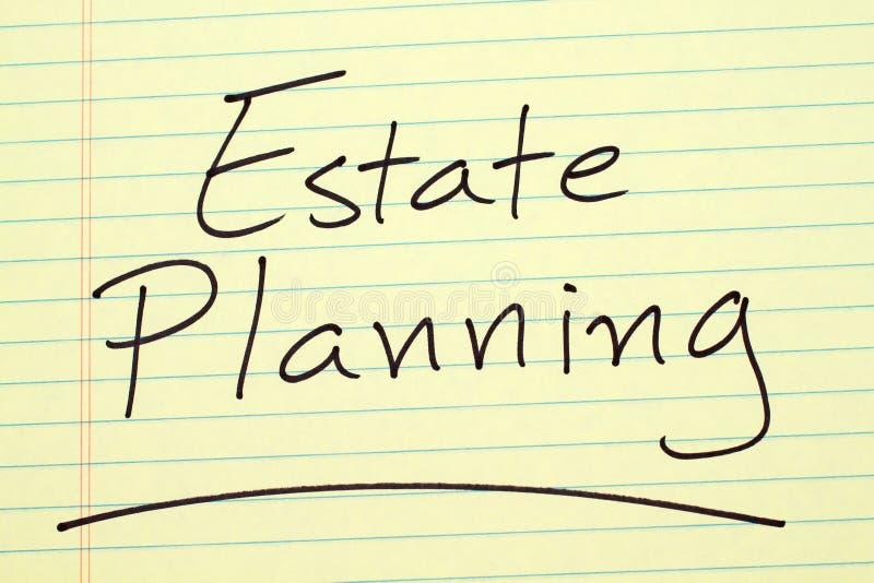 Planeamento imobiliário em uma almofada legal amarela imagens de stock royalty free