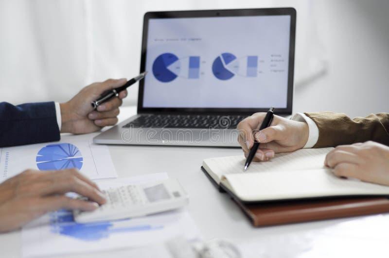 Planeamiento de la contabilidad, gestión de inversiones, encontrando a consultores, estudio de la gestión, presentación de ideas imagen de archivo libre de regalías