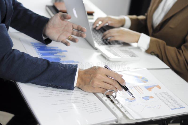 Planeamiento de la contabilidad, gestión de inversiones, encontrando a consultores, estudio de la gestión, presentación de ideas foto de archivo