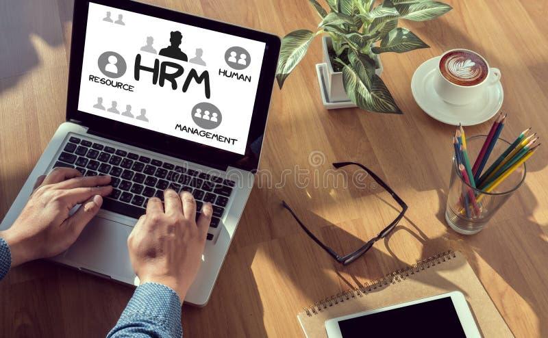 Planeamiento de la estrategia de gestión de recursos humanos de HRM que trabaja al hombre de HRM fotos de archivo libres de regalías