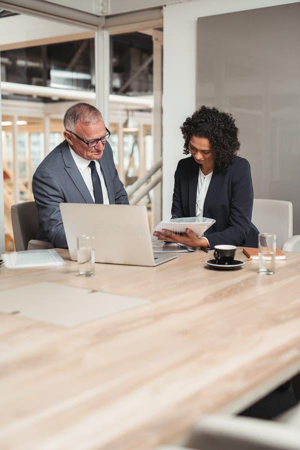 Planera tillsammans i företagsstyrelsen royaltyfri fotografi
