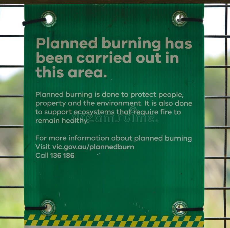 Planerat brännande varnande tecken royaltyfri foto