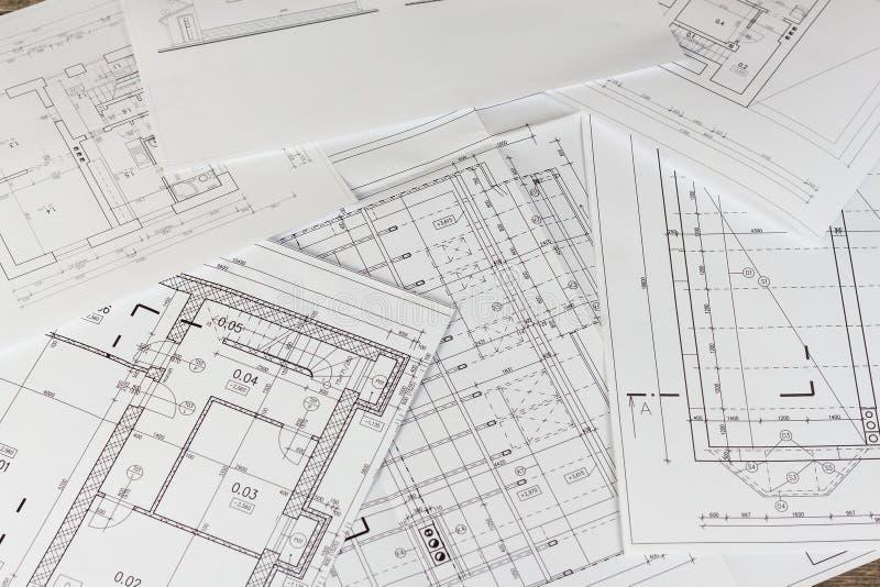 Planes del edificio Proyecto arquitectónico El plan de piso diseñó el edificio en el dibujo El dirigir y dibujo técnico, parte de foto de archivo libre de regalías