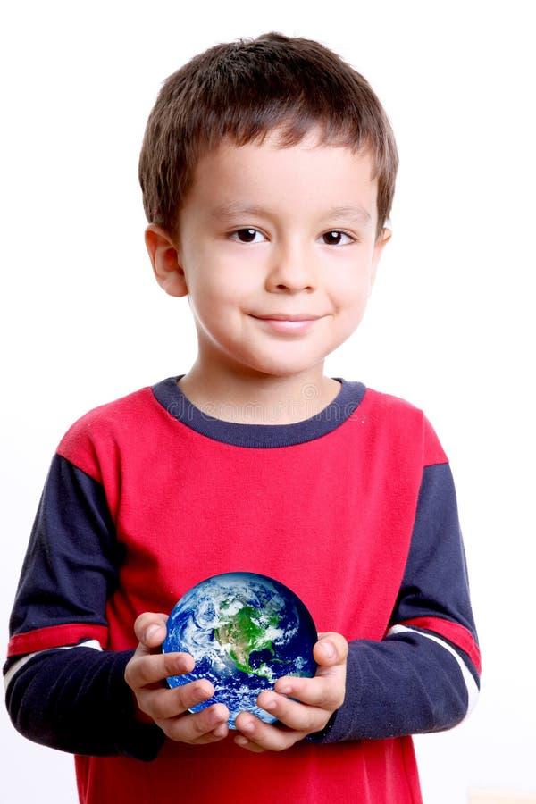 Planeta nas mãos da criança imagens de stock royalty free