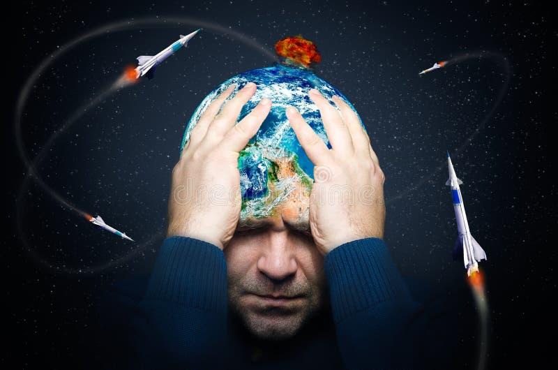 Planeta sob a ameaça da guerra nuclear foto de stock