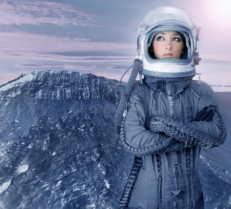 Planetas futuristas del espacio de la luna de la mujer del astronauta foto de archivo libre de regalías