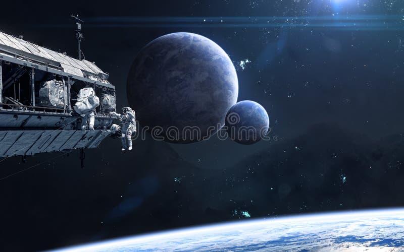 Planeten im Weltraum Raumstation, Astronauten Zukunftsromane stockfotografie