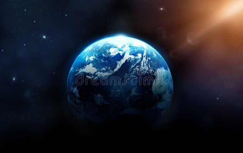Planetenerde mit der Sonne, die vom Weltraum steigt lizenzfreie stockfotografie