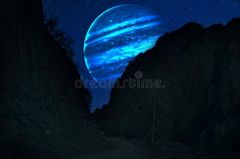 Planetenerde, -saturn und -jupiter in einer kosmischen Wolke - Elemente dieses Bildes versorgten durch die NASA lizenzfreies stockbild