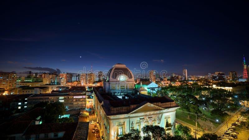 Planeter och månen över historiska byggnader av Recife, Pernambuco, Brasilien arkivbilder