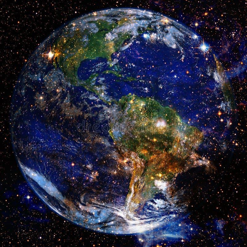 Planetjord i djupt utrymme Best?ndsdelar av denna avbildar m?blerat av NASA royaltyfria foton