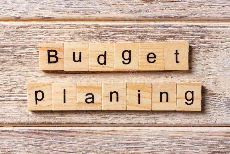 Planierungswort des Budgets geschrieben auf hölzernen Block Planierungstext des Budgets auf Tabelle, Konzept lizenzfreies stockbild