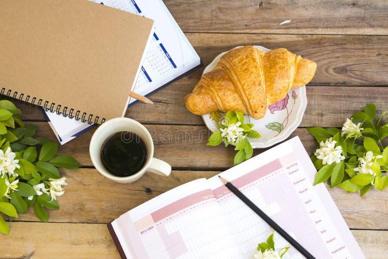 Planificador del año del proyecto del cuaderno, libro del calendario para el trabajo del negocio fotos de archivo