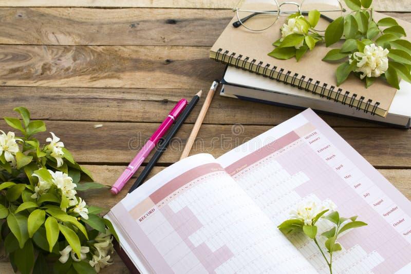 Planificateur d'année de projet de carnet de travail d'affaires photos stock