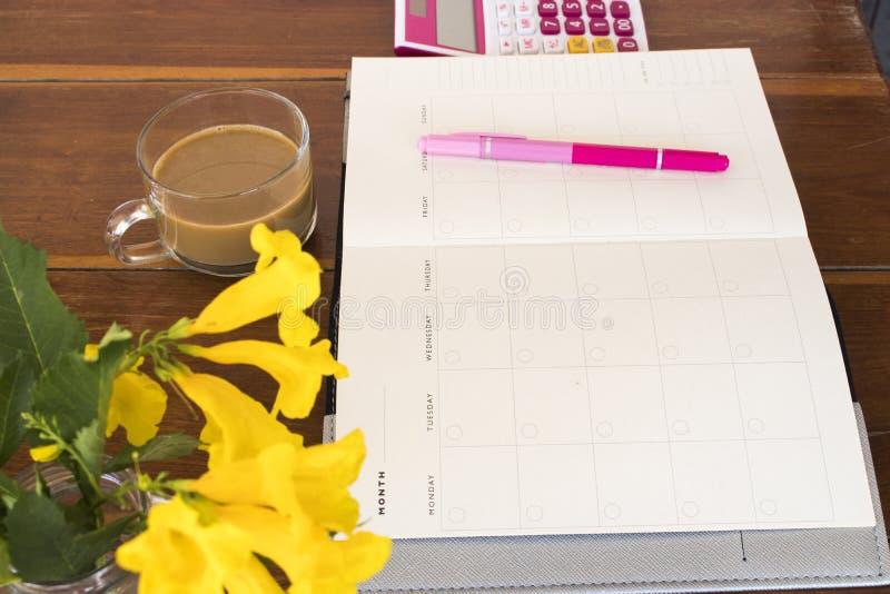 Planificateur de carnet, calculatrice pour le travail d'affaires photos libres de droits