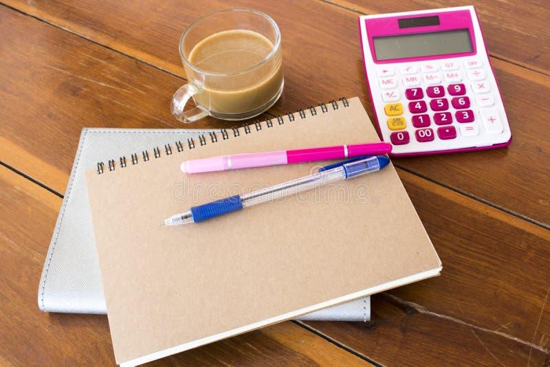 Planificateur de carnet, calculatrice pour le travail d'affaires image stock