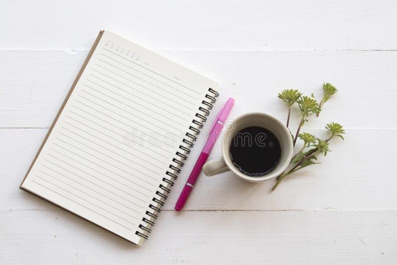 Planificateur de carnet pour le travail d'affaires avec du café photos libres de droits