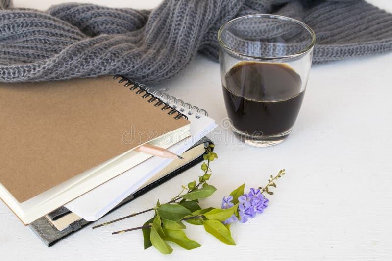 Planificateur de carnet pour le travail et le café d'affaires photos libres de droits