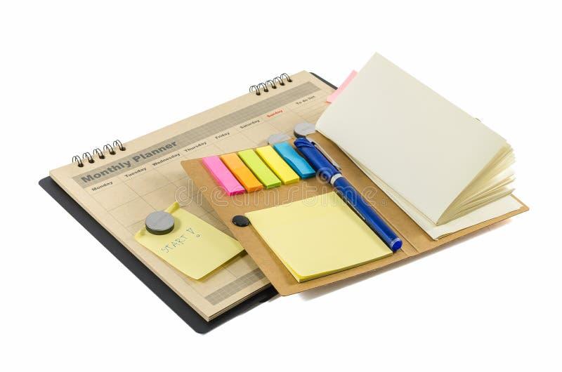 Planificateur mensuel de Brown avec le stylo et le notedbook photographie stock