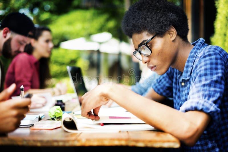 Planification d'éducation de communication d'université étudiant le concept photo libre de droits