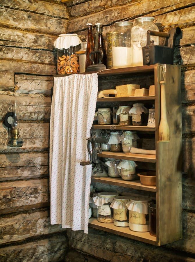 Plank met voedsel royalty-vrije stock foto