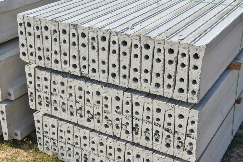 Plankenbeton vorfabriziert an der Baustelle stockfoto
