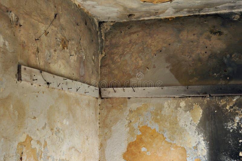 Download Plankor Med Rostigt Spikar I övergiven Interior Arkivfoto - Bild av förfall, flaga: 27283846