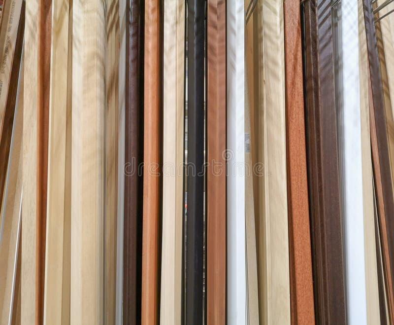 Planks-Listen der verschiedenen Arten von bearbeitetem und dargestelltem Holz stockfoto