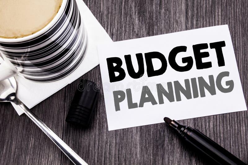 Planläggning för budget för visning för handskriftmeddelandetext Affärsidé för finansiellt budgetera som är skriftligt på klibbig arkivbilder