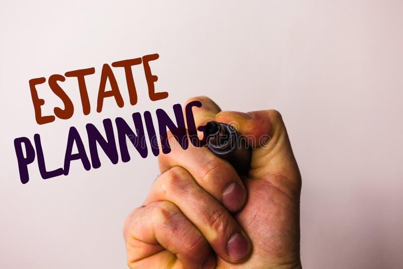 Planläggning för gods för ordhandstiltext Affärsidéen för plan för försäkringinvesteringavgång intecknar hållande penna p för rek arkivbild