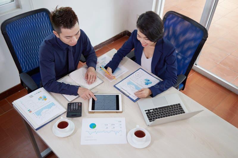 Plannings bedrijfsstrategie samen in team royalty-vrije stock foto's