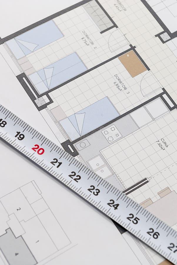 Plano arquitetónico para construir uma casa imagens de stock