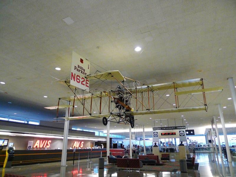 Plano da antiguidade do aeroporto internacional de Tulsa na exposição fotografia de stock