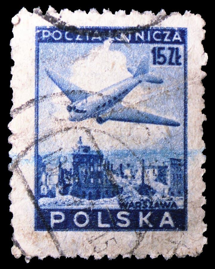 Plano de Douglas, avião sobre o serie das ruínas de Varsóvia, cerca de 1946 imagem de stock