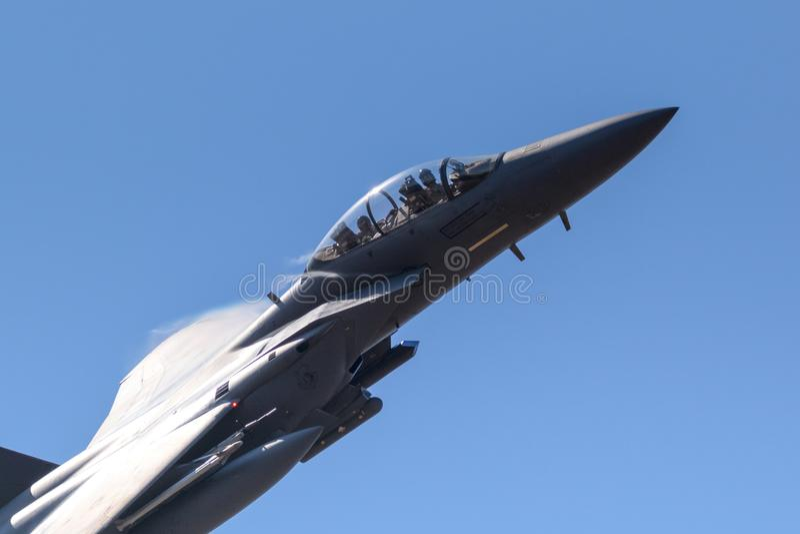 Plano de jato do bombardeiro de Eagle da greve do U.S.A.F.F-15E fotografia de stock