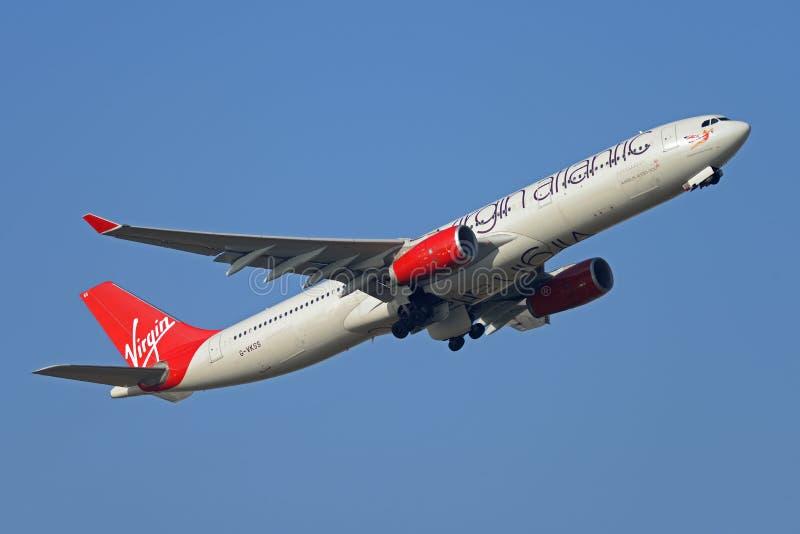 Plano de jato de Virgin Atlantic Airbus A330 fotos de stock