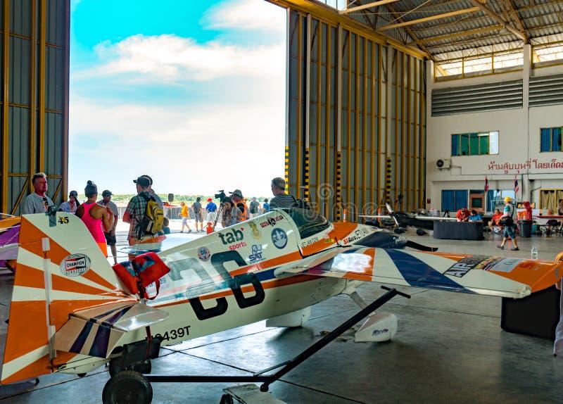 Plano do ` s de Paul Newman nenhum os aviões rápidos & fáceis do ` 26 do ` modelam Cassutt III-M no campeonato do mundo Tailândia fotografia de stock