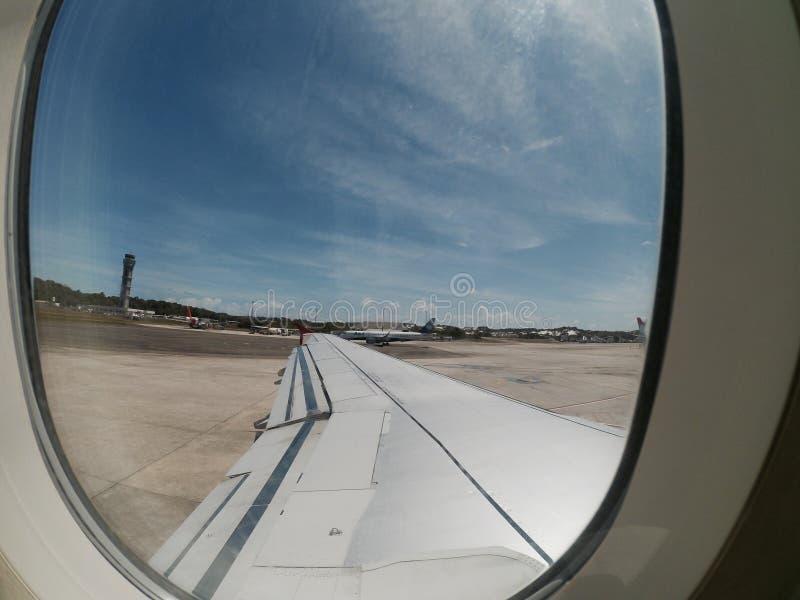 Plano em Aeroporto Internacional de Salvador foto de stock royalty free